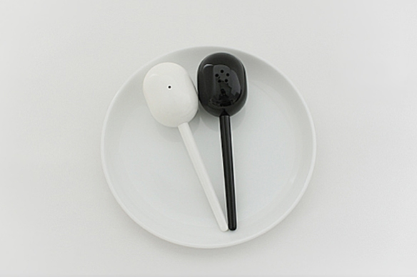 MARACAS Salt and Pepper Shakers by Naoto Fukasawa for Plus Minus Zero