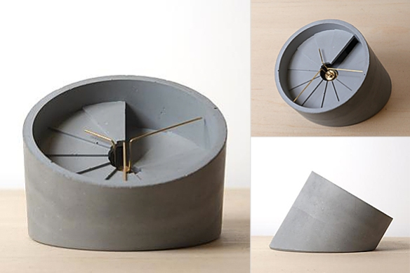 4th Dimension Table Clock by 22DesignStudio | moddea